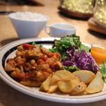 レストラン レジーナ - 日替わりランチ。 よーく、見てください。花豆・ひよこ豆・大豆なども上手いこと煮込んでいる。こんなリッチな860円ランチは見たことがない。