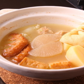 塩おでんは、コーチンのスープと二番出汁を合わせたつゆが絶品