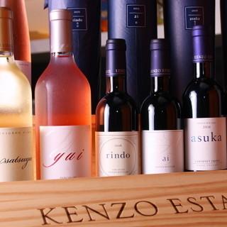 希少なワインや日本酒をラインナップ。グラスにもこだわりあり