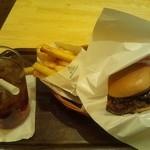 モスカフェ - とびきり焼きトマト&チーズデミハンバーガー