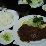 ステーキ・とんかつ 大吉 - ロースカツ定食 1100円