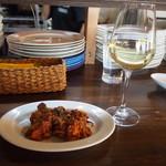 トーレス - 蛸とセロリのトマト煮 & グラス白ワイン