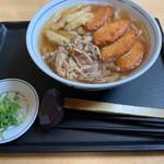 WEST - 料理写真:肉+ごぼう天うどん   丸天トッピング