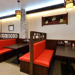 四季中華料理 - ボックステーブル席