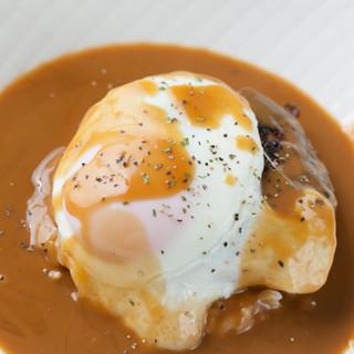 ソースたっぷりの「ロコモコ丼」に定番の「カツサンド」も絶品◎