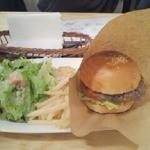 リバネスカフェ&ダイニング - ランチ クラッシックハンバーガー