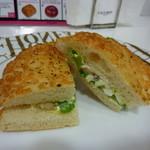 10864225 - フリュイ・ド・メール・エ・マセドワーヌ という名前のパン