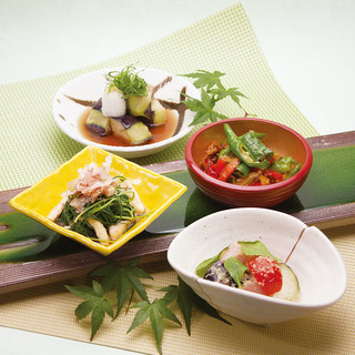 京野菜や旬の食材を使用した自家製おばんざい400円より