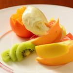 レストラン Citta - カットフルーツとバニラアイスの盛合わせ