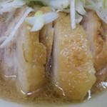 ラーメン二郎 - 豚が何だかぶ厚いぞ!       乳化はいつもよりは浅め、醤油感強め       個人的感覚ではヒバリっぽいスープ