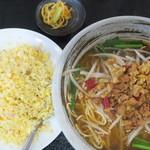 中国四川料理 美食府 - 料理写真:台湾ラーメン+炒飯