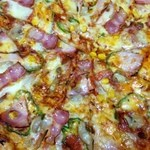 ピザ・グラシアス - 家族にはベーシックなグラシアス・スペシャルが好評。