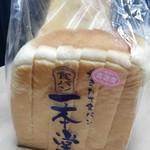 一本堂 - 料理写真:高密度食パン¥340
