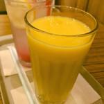カフェ ソラーレ - マンゴーとバナナのビタミンスムージー(500円)
