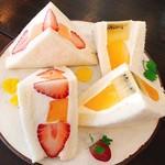 JULES VERNE COFFEE - いちごとメロン、マンゴーとキウイ