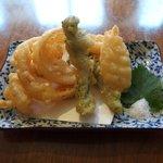 ウドンスタンド五頭 - 料理写真:春の天婦羅盛り合わせ