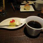 窯焼きビストロ 博多 NUKU NUKU - 最後はデザートのパンナコッタとコーヒーを頂いてこの日の楽しい夕食会も終了です。