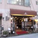 窯焼きビストロ 博多 NUKU NUKU - お店は櫛田神社の参道と上西町通りが交わるところにありますよ。