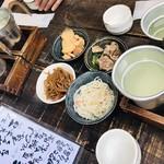 櫛羅 - 日本酒4種とお通し4種
