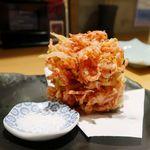 shinjukugyoentempurakushiyamamotoya - 紅生姜と桜えびのかき揚げ(ハーフ)必食メニュー!