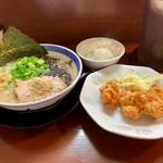 プリンス亭 - 料理写真:黒とんこつ から揚げ(3コ)セット