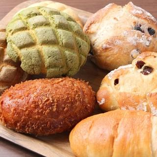 国産小麦100%、無添加生地のこだわりパン