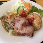 108678267 - 豚ロース味噌、メンチカツ、野菜炒め、サラダ類