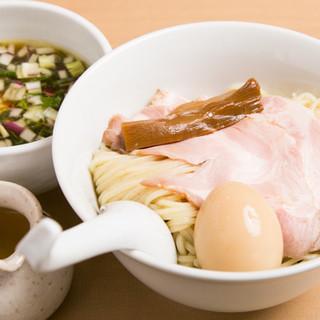 味の変化も楽しめる◎鶏と魚介の旨味たっぷり「つけ麺」をご堪能