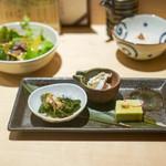 神楽坂 鳥幸 - グリンピースのお豆腐 日向夏と鶏胸肉のマリネ つるむらさきのお浸し、サラダ