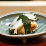 神楽坂 阿部 - 三陸産の蝦夷鮑、 山口県のどぐろの唐揚げ、 富田林の海老芋の唐揚げ