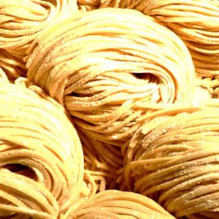 国産小麦100%使用!自家製中太麺