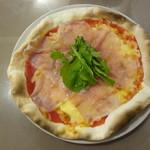 ラ カルモ - 料理写真:生ハムとルッコラのピッツァ