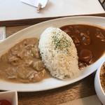 SONOKO CAFE - 左が「その子の白いカレー」、右が「チキンカレー」