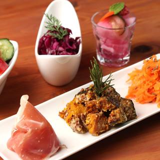 色とりどりの季節の野菜。鮮やかなフレンチタパスの数々に舌鼓♪