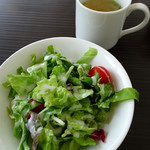 代官山パンケーキカフェClover's - グラタンセット1200円のサラダ&スープ