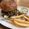 シェリーズバーガーカフェ - 料理写真:アボカドバーガーとコールスローとフレンチフライで1130円税込