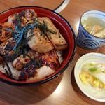 108719373 - サービス丼(1050円)