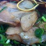 新福菜館 本店 - ラーメン(麺かた葱多め)