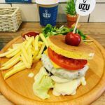 UZU - UZU特製ロールケーキハンバーガー。