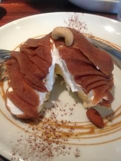 eric-life (=cafe) - モンブランタルトの硬い下地を割ると中からカスタードアイスが…