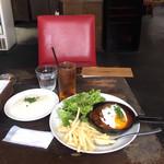 アナログ カフェ ラウンジ トーキョー - アナログ特製ハンバーグきのこのデミグラスソースと目玉焼き1,300円