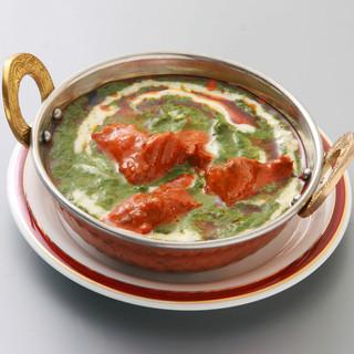 腕を振るうのは本場のシェフ◎豊富な香辛料で健康的なインド料理