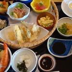 みほり峠 - みほり花籠海鮮丼定食1680円