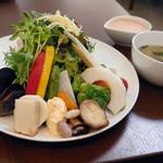 CAFE DECO - 20品目のサラダプレート チキン