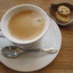 リーチアウト - ドリンク写真:ホットコーヒー(クッキー付:300円)