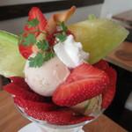 Fruit Chef - プレミアムマスクメロンと福岡あまおうのMIXパフェ
