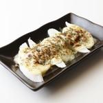 博多もつ鍋 はらへった 赤羽 - 山芋肉味噌チーズ焼き1