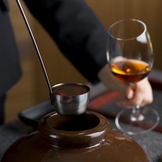 ソムリエの魂を一杯に。100種類から選ぶとっておきのワイン。