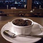 カフェ・ド・クレプスキュール - 甲府店特製のデザートのひとつ「漆黒」です。なめらかな口どけのチョコレートデザートです。ショコラクーヘンとご一緒にお召し上がりください。