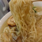 108776997 - 「天然塩らーめん」の麺のアップ
